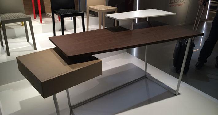 Le salon du meuble de milan met l 39 honneur les designers for Salon du meuble de milan 2017