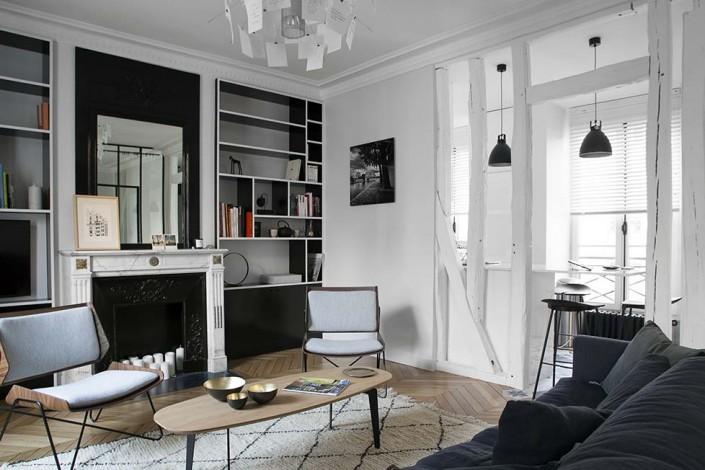 caroline-desert-decoratrice-d'interieur-salon-cheminee-ancienne-bibilotheque-noire-et-blanc-2