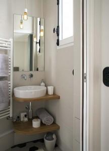 caroline-desert-decoratrice-interieur-salle-d'eau-bois-et-beige-21