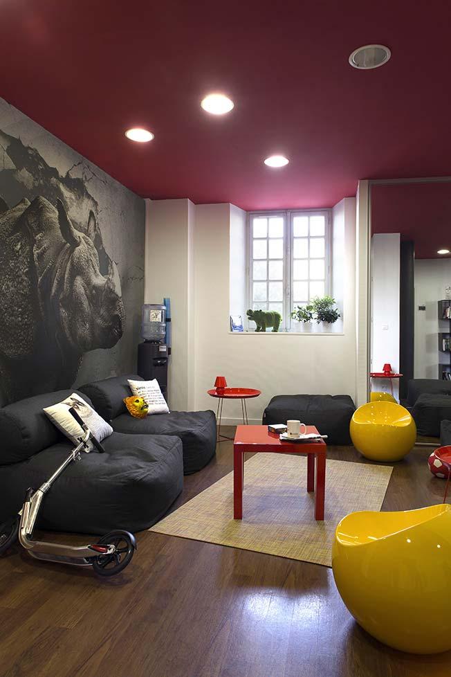 1 caroline desert decoratrice d interieur bureau renovation ball chair jaune caroline desert. Black Bedroom Furniture Sets. Home Design Ideas