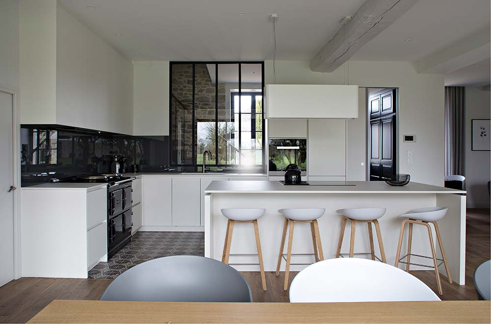 ancien presbyt re vitr caroline desert. Black Bedroom Furniture Sets. Home Design Ideas