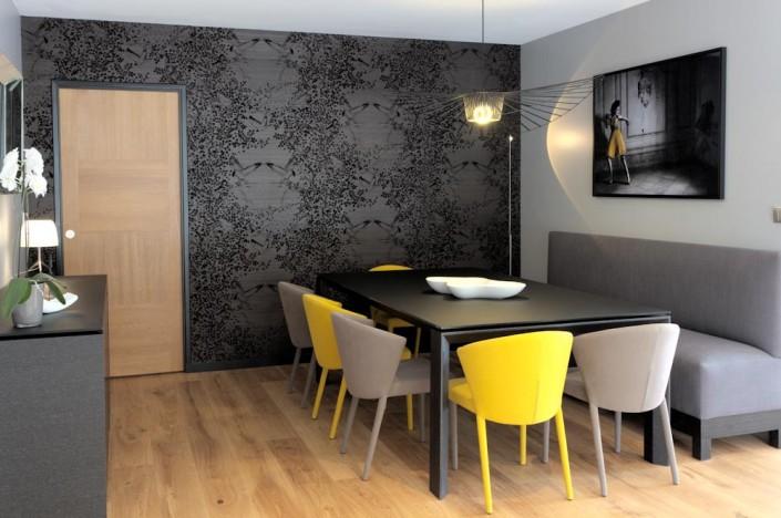 séjour contemporain chaise amelie calligaris - table omnia verre noir