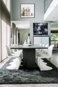 caroline-desert-decoratrice-interieur-sejour-contemporain-table-repas-beton-chaise-panton-blanche-2