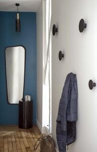 caroline-desert-decoratrice-interieur-entrée--miroir-sarah-lavoine-pateres-muuto-9