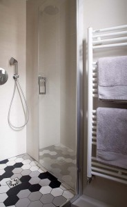 caroline-desert-decoratrice-interieur-salle-eau-carrelage-hexagone-22
