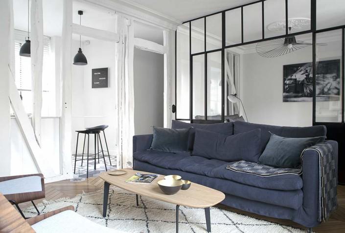 caroline-desert-decoratrice-interieur-salon-contemporain-table-basse-hansen-canape-caravane-bleu-nuit-3