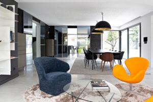 Caroline-desert-decoration-interieure-rennes-paris-maison-contemporaine-fauteuils-egg-3